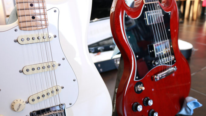 Lyncelia Fender Stratocaster Gibson SG
